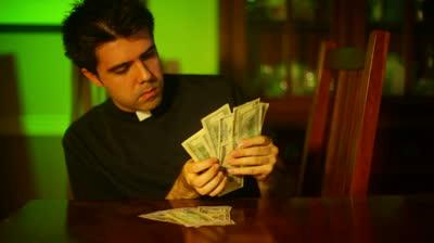 Caritas faceva cresta sui soldi per i profughi nei suoi 4 hotel