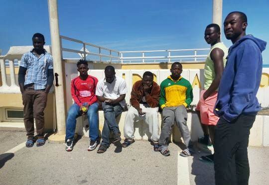Renzi piazza giovani clandestini africani in centro per mamme e donne incinte