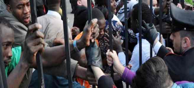 """Profughi esigono carte d'identità: """"E' nostro diritto, l'ha detto il governo"""""""