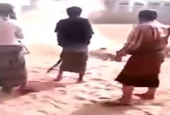 ISLAMICI GIUSTIZIANO ERETICO NELLO YEMEN – VIDEO