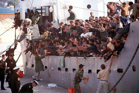 Assalto islamico all'Europa: 758 clandestini invadono isola