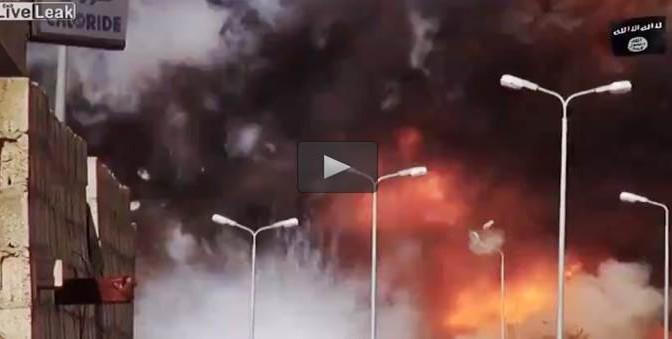 Auto suicida: il momento dell'esplosione – VIDEO