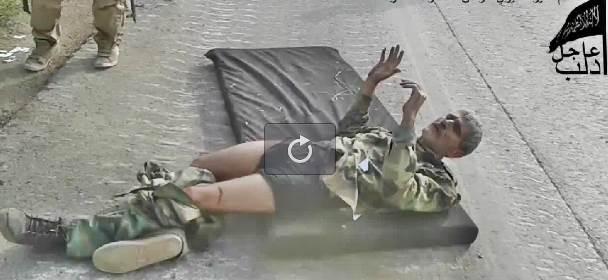 Questo soldato siriano lo abbiamo ucciso noi – VIDEO CHOC