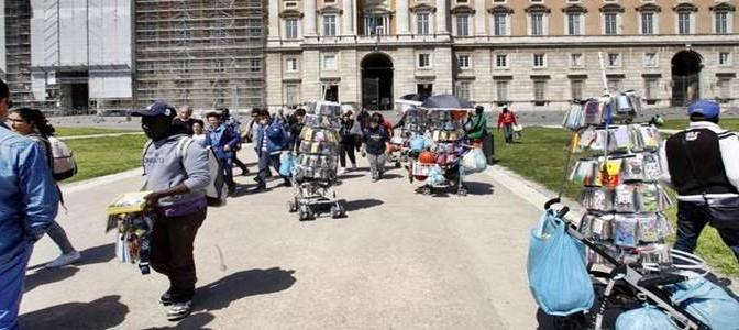 Reggia di Caserta chiusa per 'troppi profughi' – FOTO