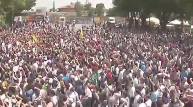 "Folla turca manifesta davanti chiesa: ""Diventi una moschea"""