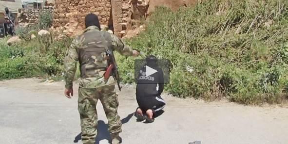 Al Nusra 'giustizia' prigioniero: i pacifisti guardano senza intervenire – VIDEO