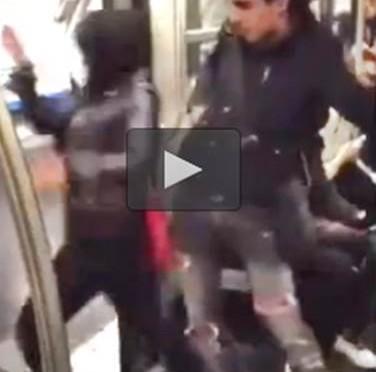 Ragazzina scaraventata fuori dalla metro – VIDEO