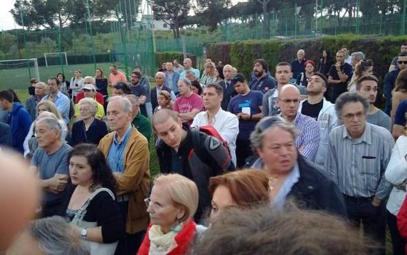"""Ora le strade le bloccano gli italiani: """"Non vogliamo clandestini"""""""