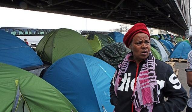 Parigi: pericolo epidemia, sgomberati accampamenti di clandestini