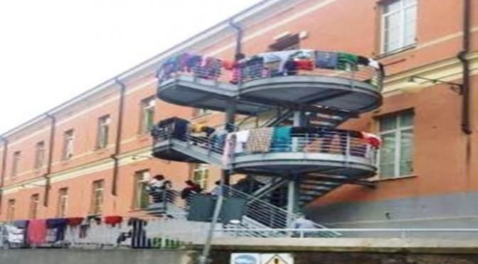 Genova: al posto dei malati, i 'profughi' africani – FOTO