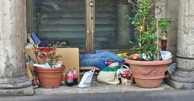 Vietato uscire, l'immigrato ha 'fatto il nido' – FOTO