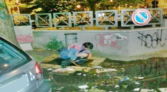 Effetto Schengen: Rom fa bisogni (solidi) nella fontanella – FOTO