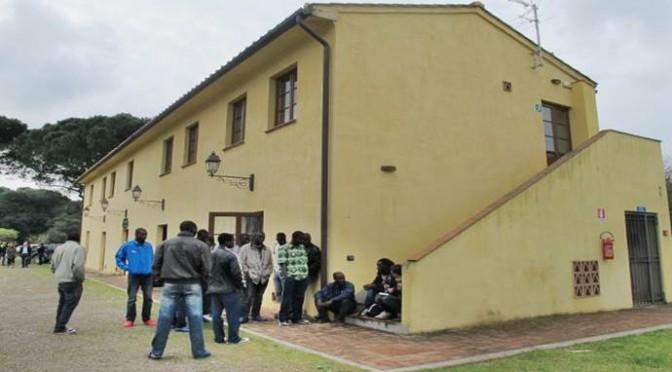 """Pisa, 'profughi' protestano': """"Questa struttura (foto) non ci soddisfa"""""""