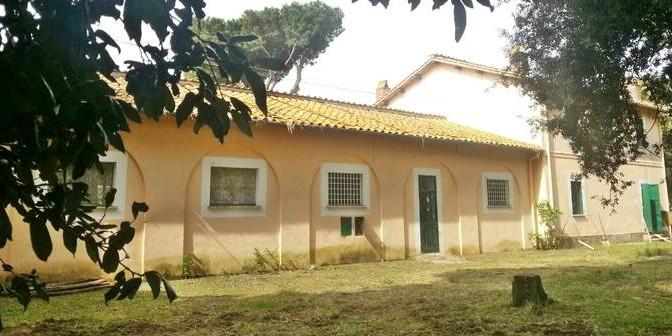 Marino piazza 100 clandestini in scuola: quartiere in rivolta