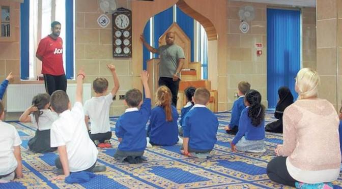 Bambini in gita alla moschea: rivolta dei genitori
