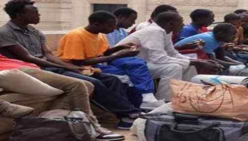 """Trenitalia costretta a """"staccare e disinfestare vagoni"""" causa profughi infetti"""