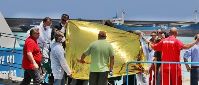 Catania: nave svedese scarica 497 clandestini, anche un morto che viene nascosto…