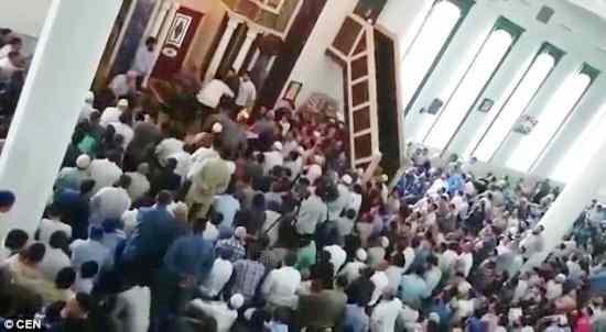 Profughi aprono moschea abusiva in hotel