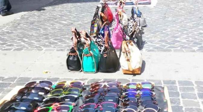 Roma: la parata degli abusivi