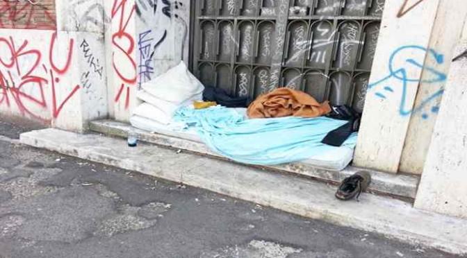 Vietato uscire di casa: il 'profugo' dorme – FOTO