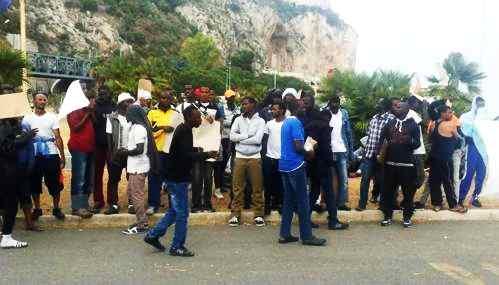 Ventimiglia: profughi sgomberati da frontiera, portati in Italia