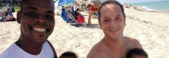 Il gay che vola a Miami per prendersi 2 bambini: con il 'compagno'