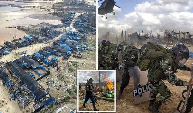 """Perù: """"ruspa"""" contro insediamenti abusivi – FOTO"""