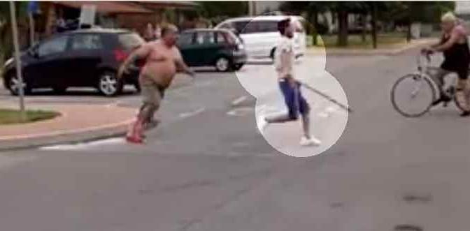 """Armato di bastone attacca anziano: """"Insoddisfatto elemosina"""" – VIDEO CHOC"""