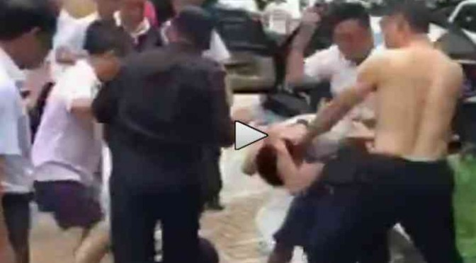 Difende Croce: cristiano pestato a sangue da comunisti cinesi – VIDEO