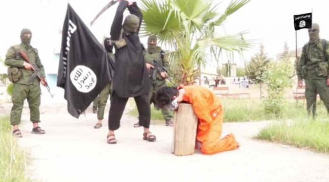 ISLAM: Isis decapita tre prigionieri, teste in mostra – FOTO CHOC