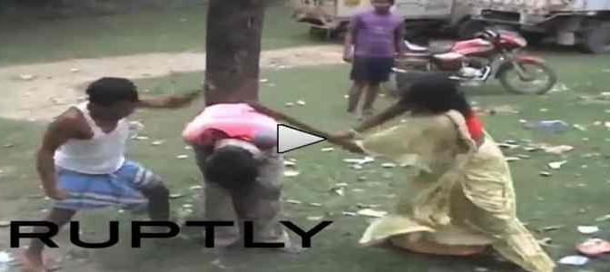 INDIA: Legato ad albero e bastonato – VIDEO
