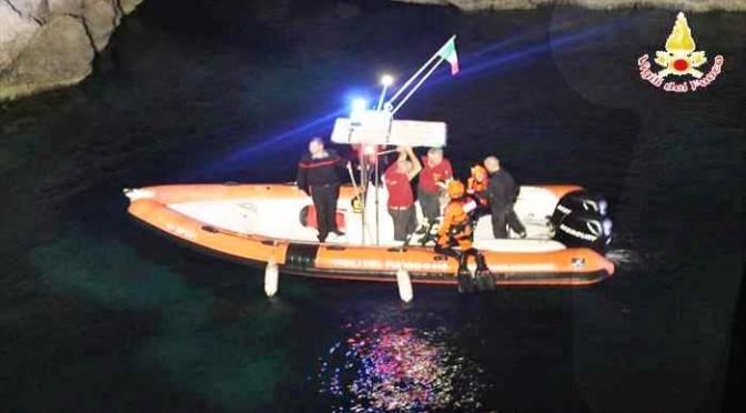 Tunisini sbarcano e si barricano in grotta, scontri con agenti: due in fuga?