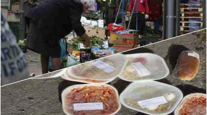 """A caccia di cibo tra i rifiuti del mercato: """"Sono anziani e italiani"""""""