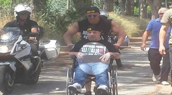 """Maratona in sedia a rotelle per protesta contro profughi: """"A me 200€ di pensione, a loro 1200"""""""