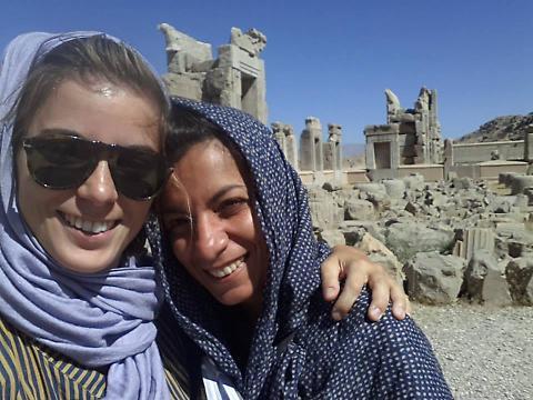 """Santorina scopre l'Islam: """"Molestie sessuali, ci toccavano il culo e ci mostravano il pene"""""""