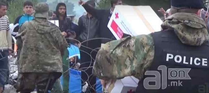 """Profughi rifiutano cibo Croce Rossa: """"E' da infedeli"""" – VIDEO CHOC"""