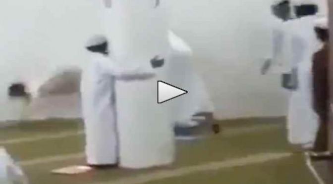LEZIONE DI CORANO: BAMBINI FUSTIGATI – VIDEO