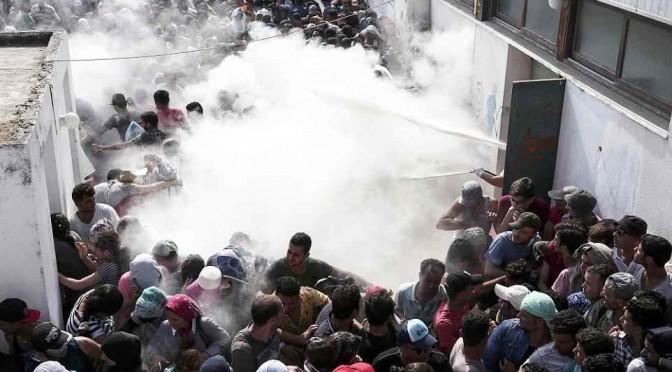Tsipras dà il via libera all'invasione islamica: permessi Schengen ai clandestini di Kos