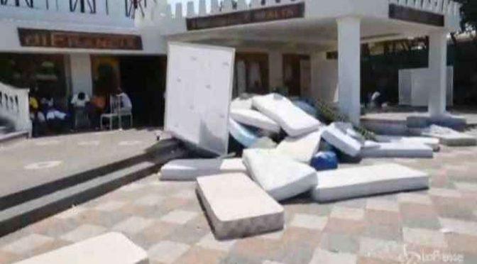 Profughi barricati in hotel: dateci di più