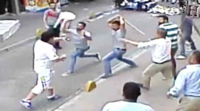 Folla turca assale turista irlandese – VIDEO