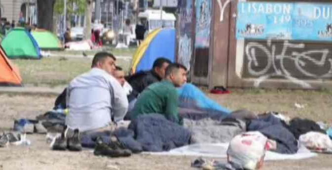 Belgrado invasa da clandestini islamici, in 6.000 marciano verso Italia e Germania