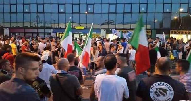 Brescia: la fiaccolata dei mille per riprendersi la città