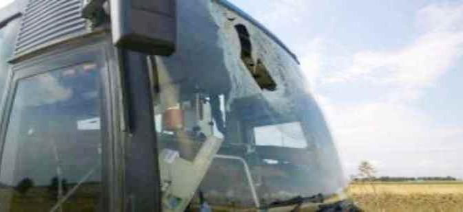 Strage sfiorata: auto bulgara perde ruota, colpito bus – FOTO