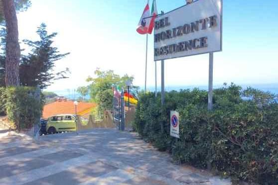 L'affarista che vuole portare i 'profughi' in vacanza all'Elba