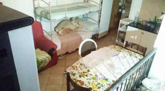 Italiano con 5 figli sfrattato da monolocale: 17 profughi in villa