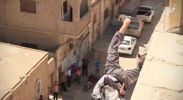 Islamici lapidano omosessuali: il VIDEO
