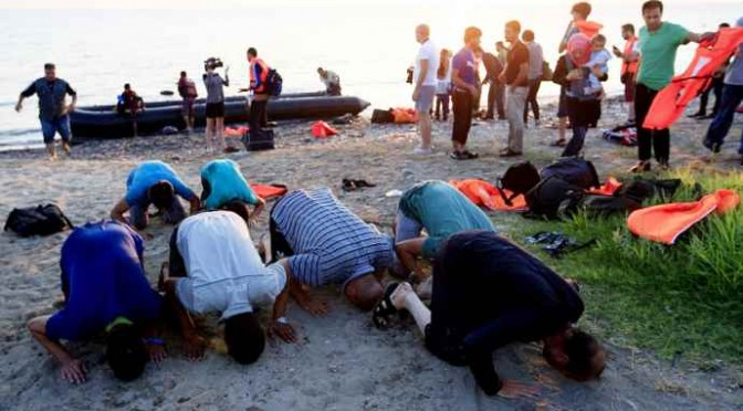 """Al Jazeera cancella termine 'migranti': """"E' razzista"""""""