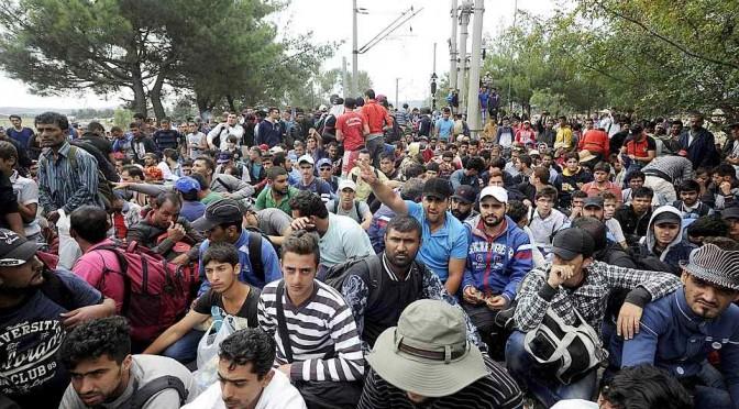 "Profughi siriani manifestano al grido ""Allah Akbar!"" – VIDEO"