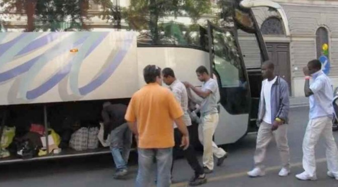 I finti profughi arrivano a Villa Basilewsky – VIDEO