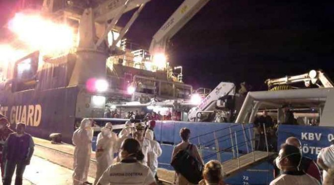 Nave svedese ci porta 571 clandestini e 52 cadaveri